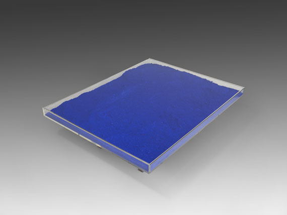 Yves Klein - Table Bleue -